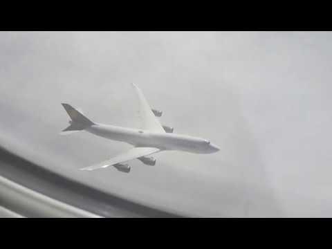 CLOSE UP Air Race Boeing 747-8 vs 747-400 Lufthansa