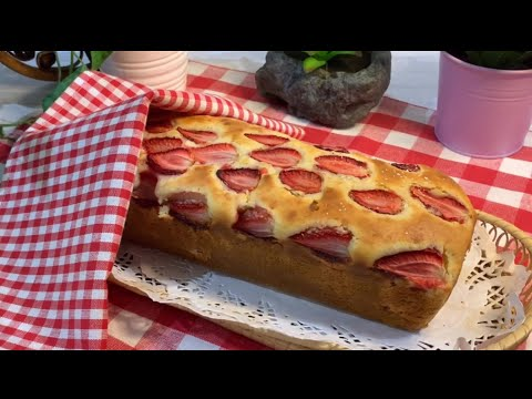 لكل عشاق الفراولة كيكة الفروالة الشهيةالمكونات😋 بالوصف 👇Strawberry Cake #كيك_الفراولة#فريز#فراولة