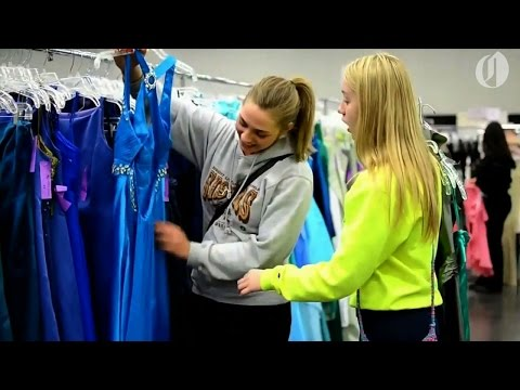 Oregon nonprofit gives free prom dresses to high school students