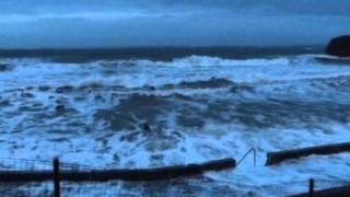 Repeat youtube video Grande marée  bodyboarders plage du ris DOUARNENEZ