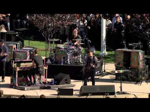 Coldplay - Fix You (Live) @ Apple Steve Jobs Memorial