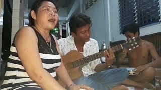 """Người đi ngoài phố """"guitar Quốc Xinh"""""""