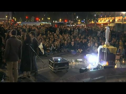 شاهد: مئات الباريسيين الكاثوليك في مسيرة حاشدة تكريما لكاتدرائية نوتردام…