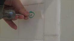 Drill the bathroom ceramic tile