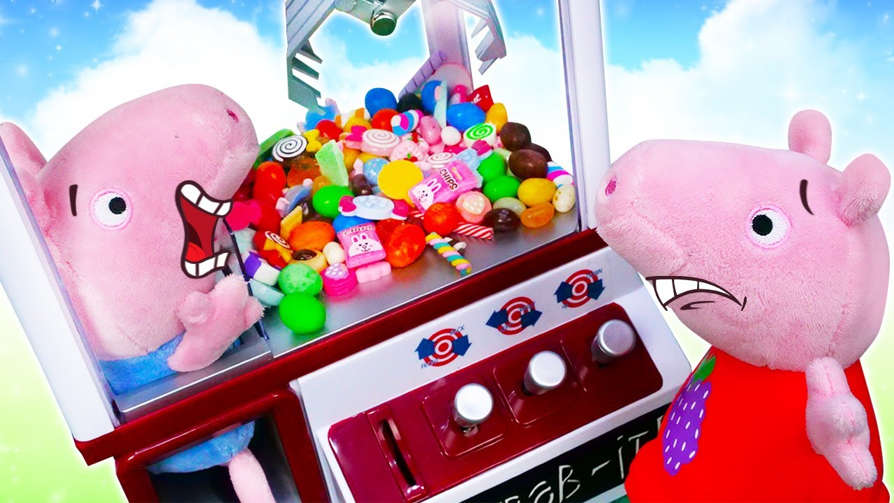 Peppa saca a George de una máquina de dulces. Juguetes Peluches. Vídeos de Peppa Pig en español
