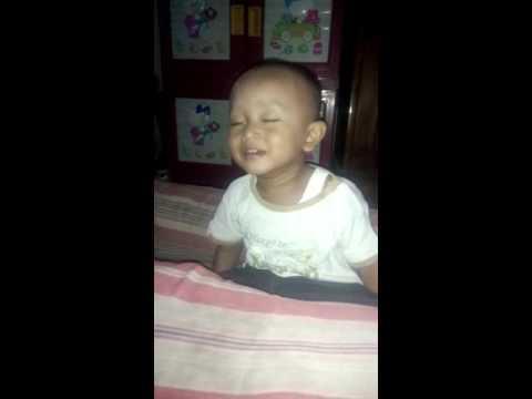 Tahan tawa!!! Bayi lucu tidur sambil tertawa