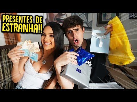 DEI R$ 300 PRA UMA ESTRANHA COMPRAR PRESENTES PRA MIM !! [ REZENDE EVIL ]