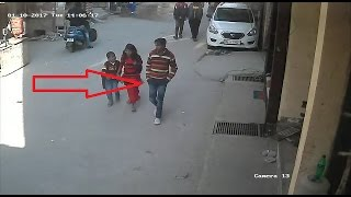 Repeat youtube video Caught in camera : Delhi Serial Rapist caught in cctv : 2 साल से कर रहा था रेप