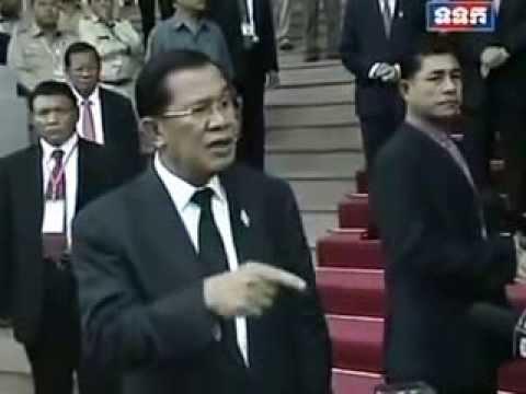 Hun Sen Gives an Interview with Journalist