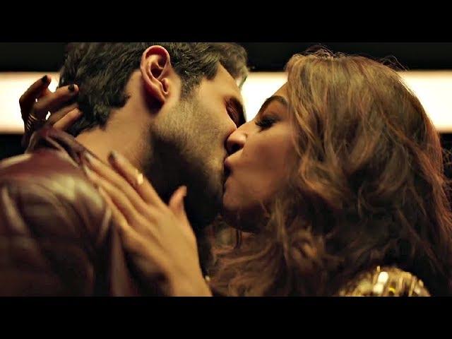 Bazaar Kiss - Radhika Apte And Rohan Mehra Kissing Moment