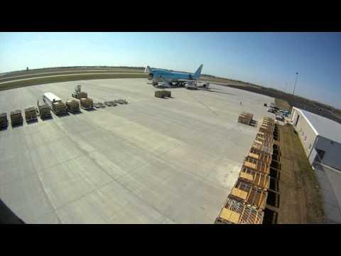 Fargo Jet Center - Flying Cows Boeing 747-400 (time lapse)