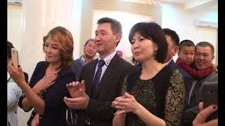 """Махабат и Темирбек (свадьба)-песня """"Ата-Эне""""."""