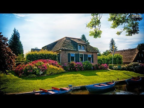 Houses And Beautiful Gardens In The World