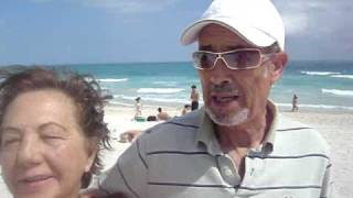 Playas de Miami Beach Christian Caballero y Leonor Zegarra