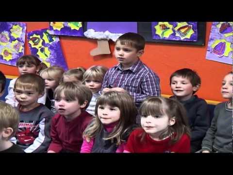 St Nicolas Et Le Pere Fouettard Dans Les Maternelles 2011 Youtube
