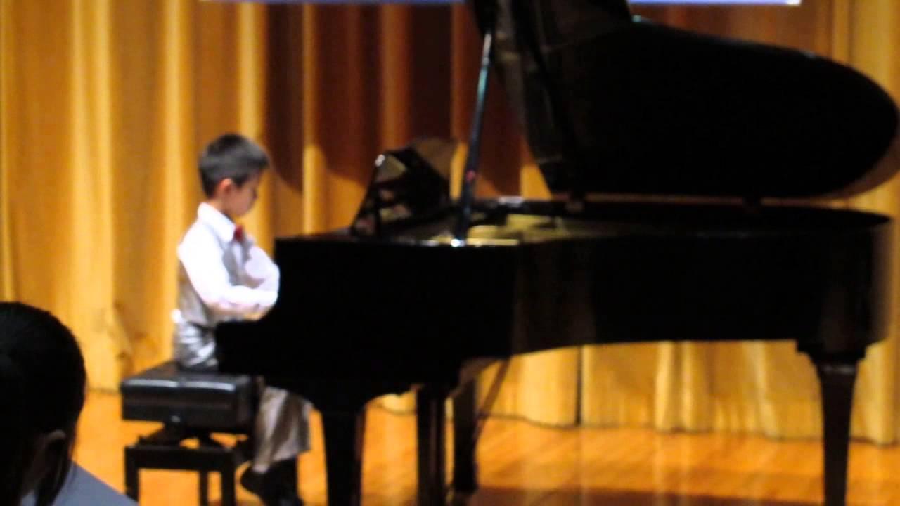 2013香港青少年巴林普爾音樂節 英國皇家鋼琴考試三級組 (7 yr.)(第三名) - YouTube