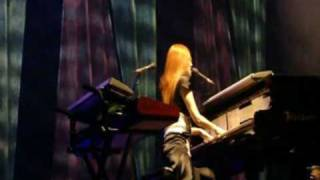 Tori Amos Live In Paris - Marys of the sea (Version 2)