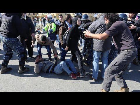 لبنان: اشتباكات في محيط البرلمان بين قوى الأمن والمتظاهرين الرافضين منح الثقة لحكومة دياب  - 09:59-2020 / 2 / 11
