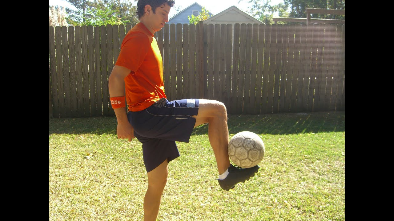 8966dd5ee How to Control the Soccer Ball out of the Air - Online Soccer Academy
