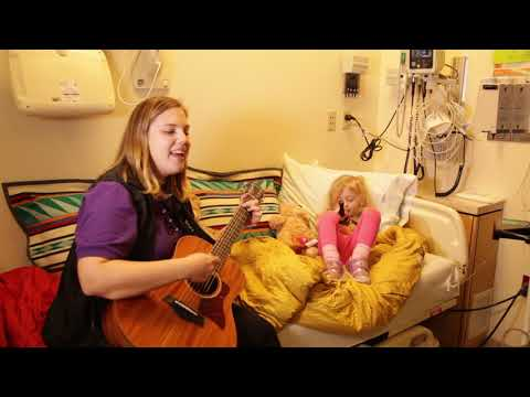 "Elke and Claire ""Let It Go"" (Frozen) in bed 