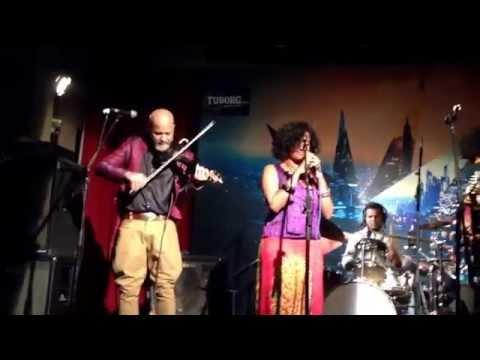 Swarathma feat. Bindhumalini Narayanaswami at Blue Frog Mumbai | 23.03 | Song 1