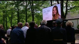 Många sörjande vid Lisa Holms begravning - Nyheterna (TV4)