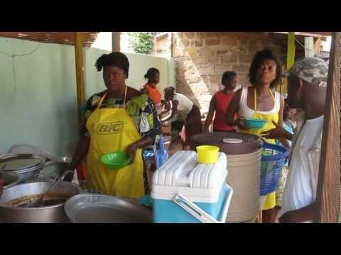 tranches de vie au Togo... p'tit resto...et découvertes