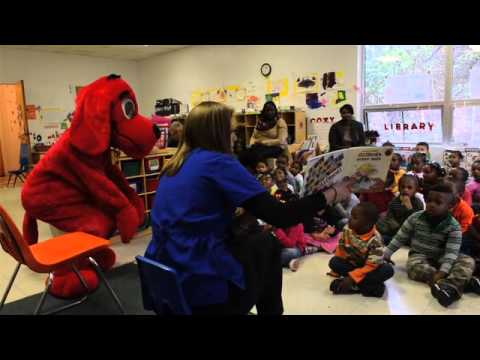 Clifford the Big Red Dog gives books to children