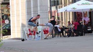 SCHLÄGEREI auf der Straße - Wie reagieren die LEUTE?! ׀ STREET FIGHT EXPERIMENT