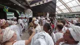 Praticantes de religiões afro protestam contra Igreja Universal