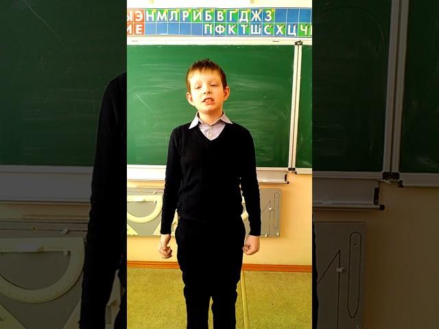 Изображение предпросмотра прочтения – МаксимЮженинов читает произведение «Ворона и Лисица» И.А.Крылова