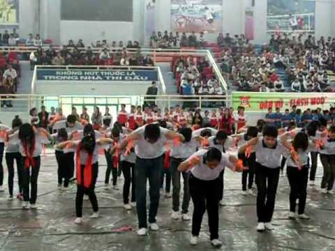 Tiết mục dân vũ Trường THPT Kim Anh Doremon - Té nước - Trống cơm