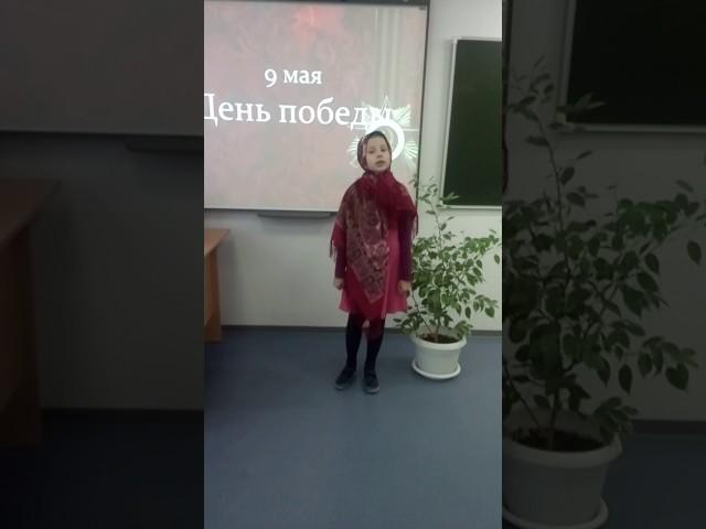 Изображение предпросмотра прочтения – ФатимаАлибекгаджиева читает произведение «Баллада о Матери» А.Д.Дементьевa
