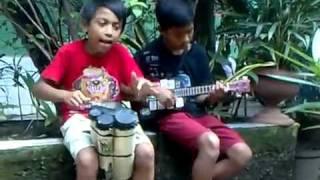 Aksi anak pengamen jalanan yg Kreatif di ,Kp Rambutan part 1