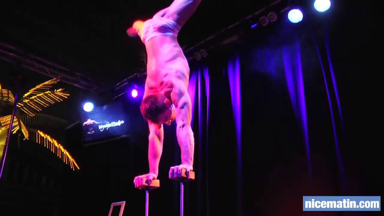 Salon eropolis le strip tease masculin acrobatique youtube for Video salon erotisme