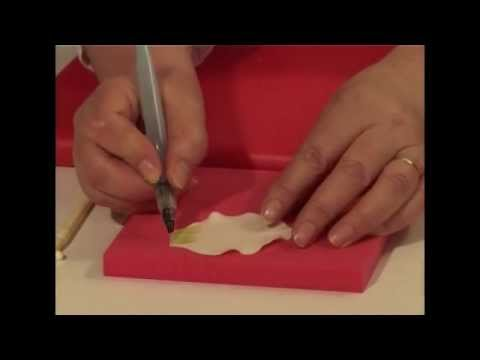 how-to-make-a-fondant-arum-lily-using-fmm-cutters