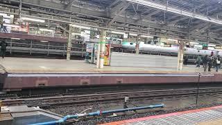 E257系2000番台のNA-08編成による回送列車の発車シーン