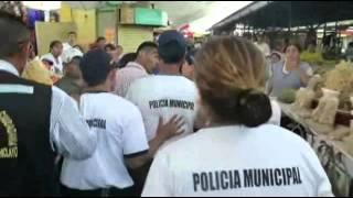 Chiclayo: Municipales y ambulantes de lían a golpes en Mercado Modelo