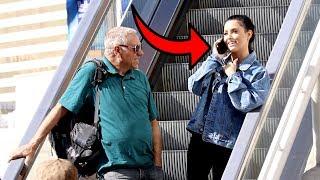 awkward-phone-calls-on-the-escalator-3