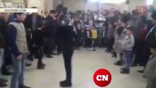 Мужчина сломал шею, танцуя под песню Майкла Джексона