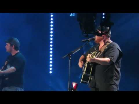 CMA Fest 2018 Nashville Nissan Stadium Luke Combs When It Rains It Pours