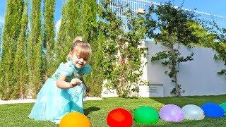 Песня семья пальчиков - лопаем цветные воздушные шарики с водой и учим цвета с Оливия Влог