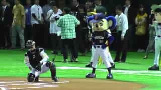 ドアラ と テレビ宮崎 マッポス 始球式 の様子 2013.5.19