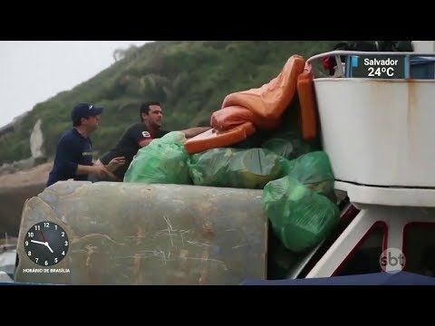Especialistas alertam para a quantidade de plástico jogada em oceanos | SBT Notícias (03/10/17)