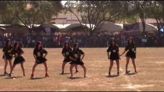 nkauj hmoob Av Liab dance Show ntawm tshav npas ncaws pob  roob zoo 2