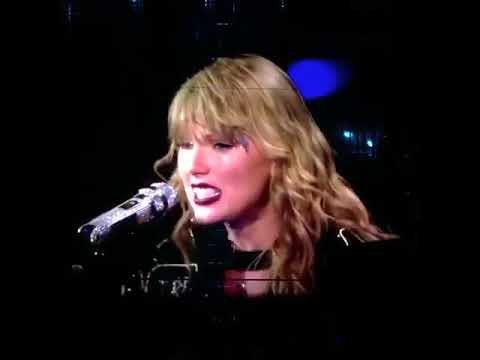 Taylor singing Come Back Be Here at Reputation Tour