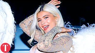 Kardashian Sisters Runway Performs Better Than Actual Victoria's Secret Fashion Show