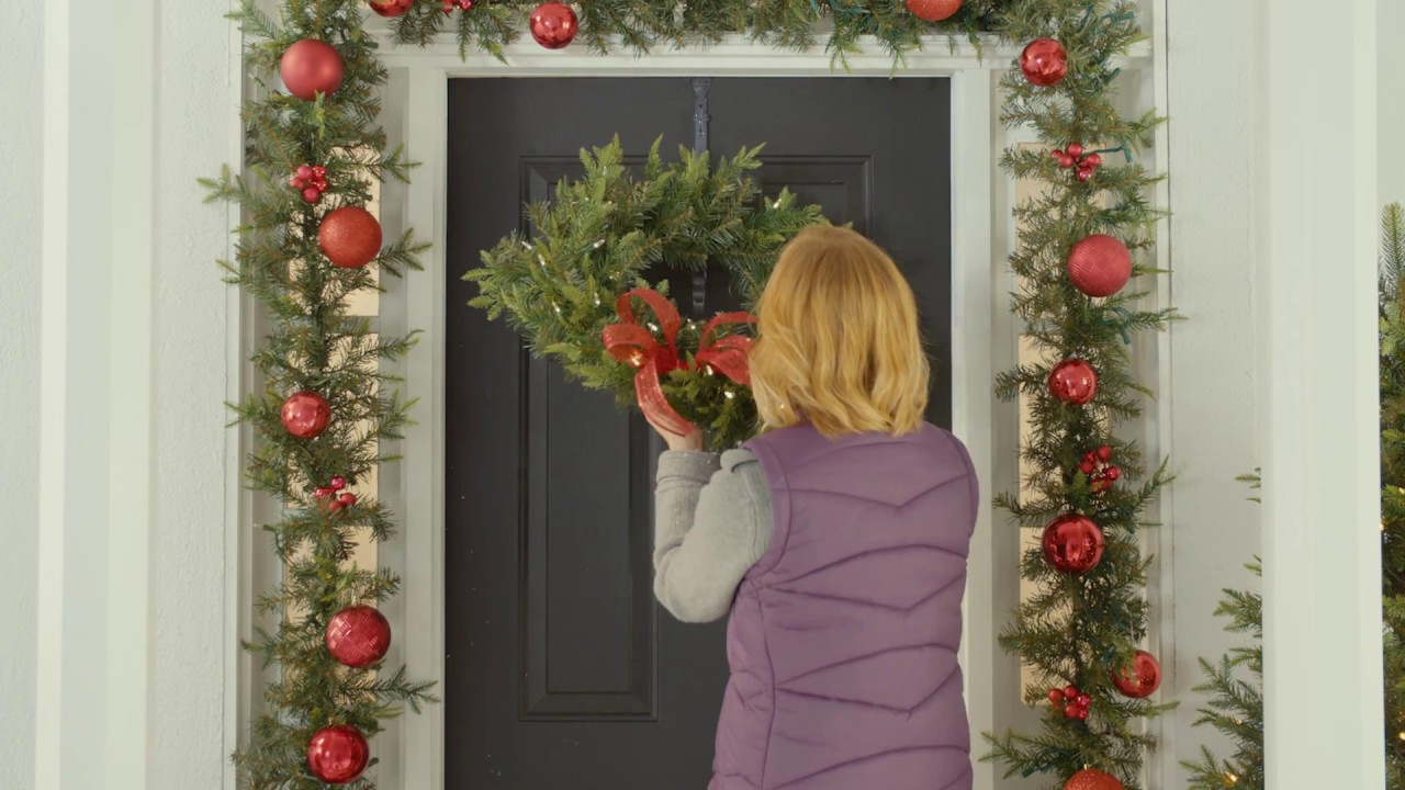 How To Hang A Door Wreath (3 Steps)