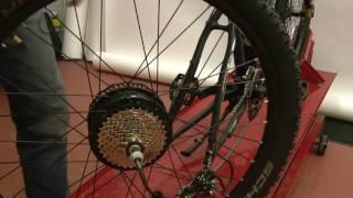 как снять заднее мотор-колесо?
