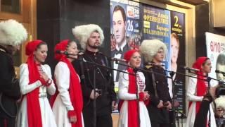 Казачий ансамбль Атаман на крыльце ДК Горького 10.09.2013
